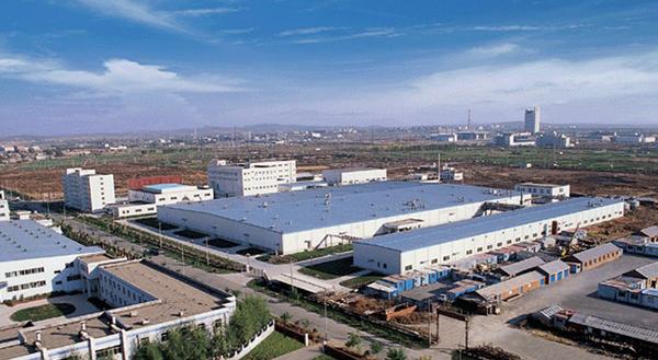 1998年9月,吉林彩晶(由吉林电子集团和中科院长春光机所等单位合资),耗资8400万美元从日本DTI引进了一条第一代TFT-LCD生产线(就是DTI建于1991年的旧线),并于1999年10月在长春试投产,其后因技术、资金、市场等一系列因素而夭折。